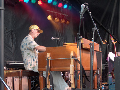 MICHAEL FONFARA performing on the Hammond B-3 organ
